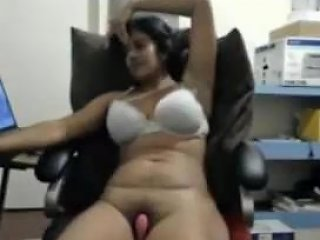 Indian Cougar On Cam Masturbating On Chair Part 1 Upornia Com