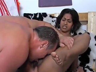 De Indiase Missy Spuit De Boel Onder