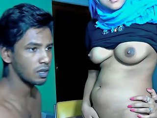 Faithful But Playful Srilankan Wifey And Her Young Hubby
